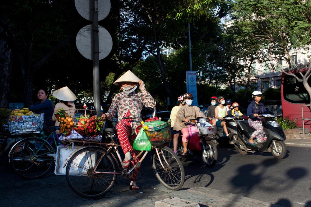 SaigonPeopleWatch_housetolaos_001