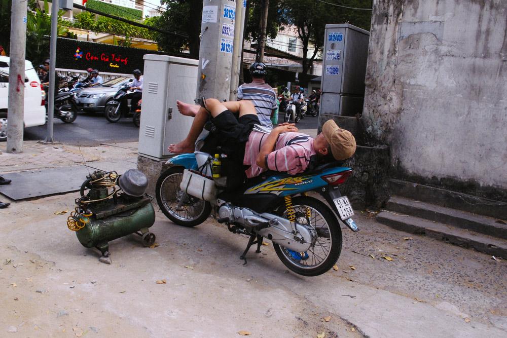 xe_om_driver_naps_hanoi_housetolaos_01